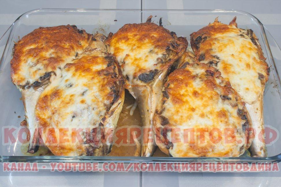 Наша скумбрия, запеченная в духовке с овощами и грибами готова